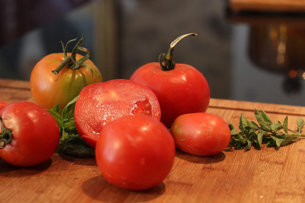 Tomates du jardin gorgées de soleil