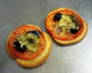 Bruschetta-de-TomCrostini Bruschetta de Tomates comme une Mini-Pizza
