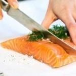 tailler des pavés de saumon