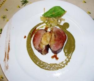 Magret de canard fourré de pommes à la cannelle sauce oseille